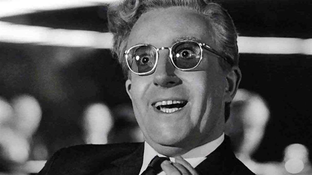 16. دکتر استرنجلاو یا: چگونه یادگرفتم دست از هراس بردارم و به بمب عشق بورزم (Dr. Strangelove or: How I Learned to Stop Worrying and Love the Bomb)