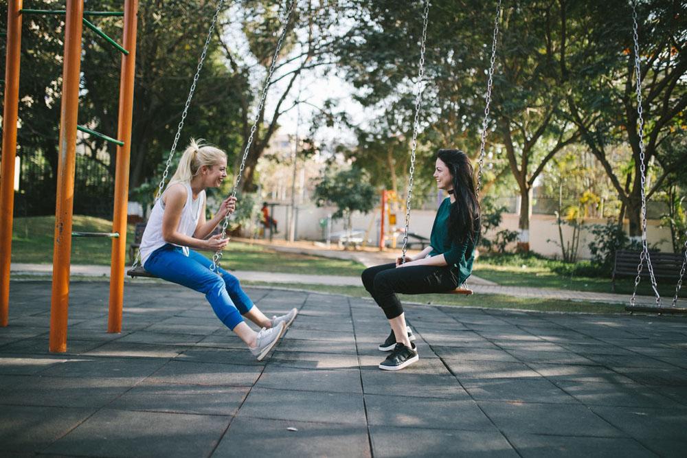 زبان بدن - جذاب صحبت کردن - جذابیت در حرف زدن - روش های جذاب حرف زدن