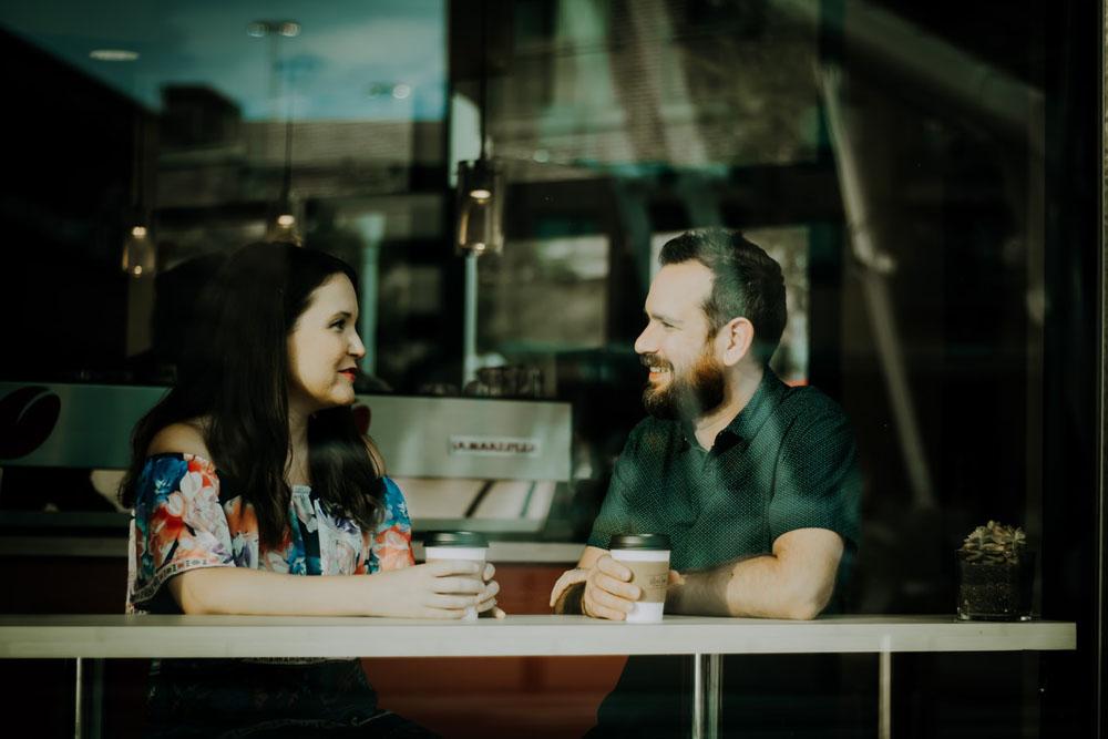 گوش دادن - جذاب صحبت کردن - جذابیت در حرف زدن - روش های جذاب حرف زدن