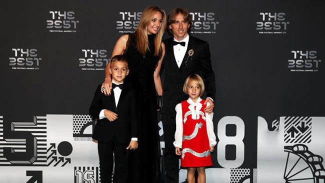 لوکا مودریچ به همراه همسر و فرزندانش