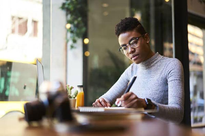 چگونه در آزادکاری، مشتریان بیشتری به دست آوریم؟