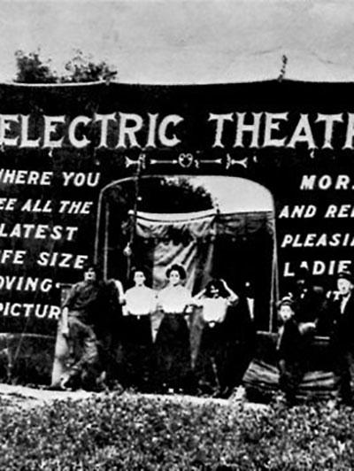 """راه اندازی قدیمیترین سینمای جهان با نام """"الکتریک تئاتر """" در لسآنجلس در 1902م."""