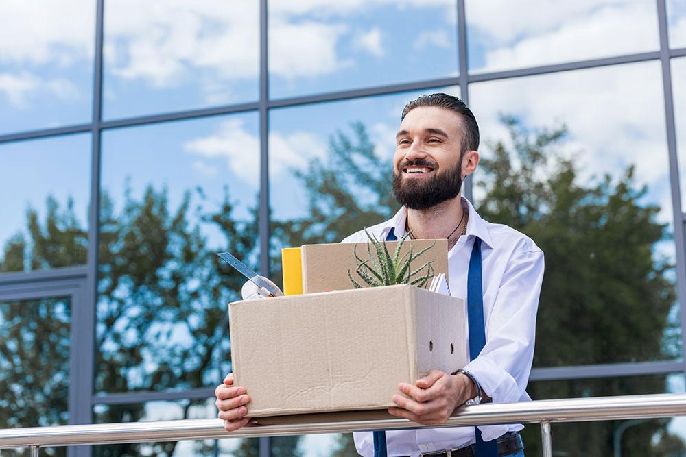 آیا قبل از یافتن شغلی دیگر می توانیم استعفا دهیم؟