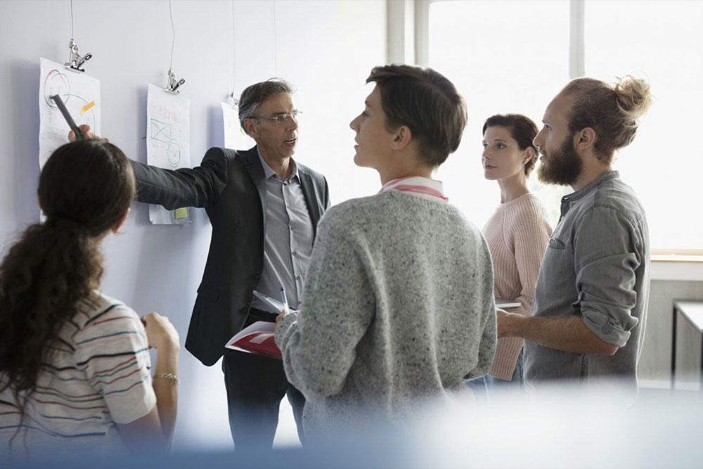چگونه همانند کارآفرینان موفق تفکر خارج از چارچوب داشته باشیم؟