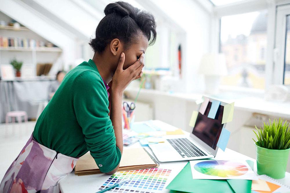 چرا همیشه احساس خستگی دارید و چگونه با آن مقابله کنید؟