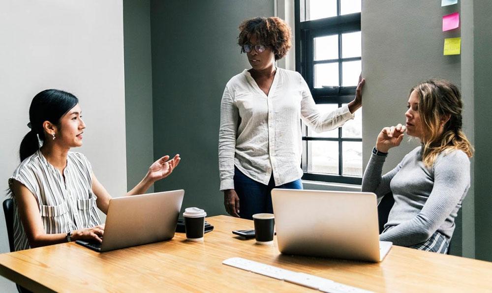 چگونه با اعضای تیم خود جلسهی تک به تک برگزار کنید
