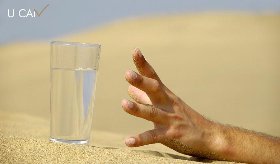 روزه. روزه داری. افطار. سحر. نوشیدنی. نمک. آب. تشنگی. عطش