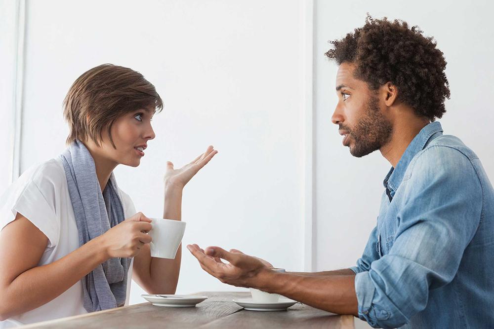 با گفتن 7 عبارت، بحث با همسرتان را به دعوایی بزرگ تبدیل می کنید
