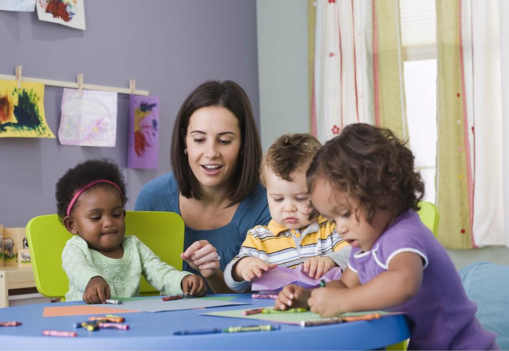 کسب و کار  کم هزینه - نگهداری از کودکان