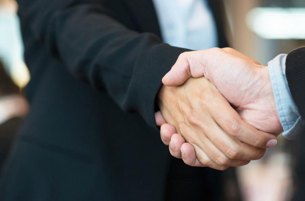 دست دادن - افراد موفق - اعتماد به نفس