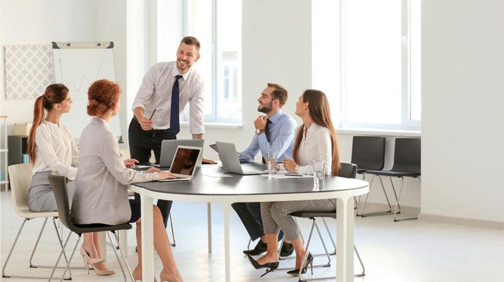 ملاقات همکاران - موفقیت کارمندان