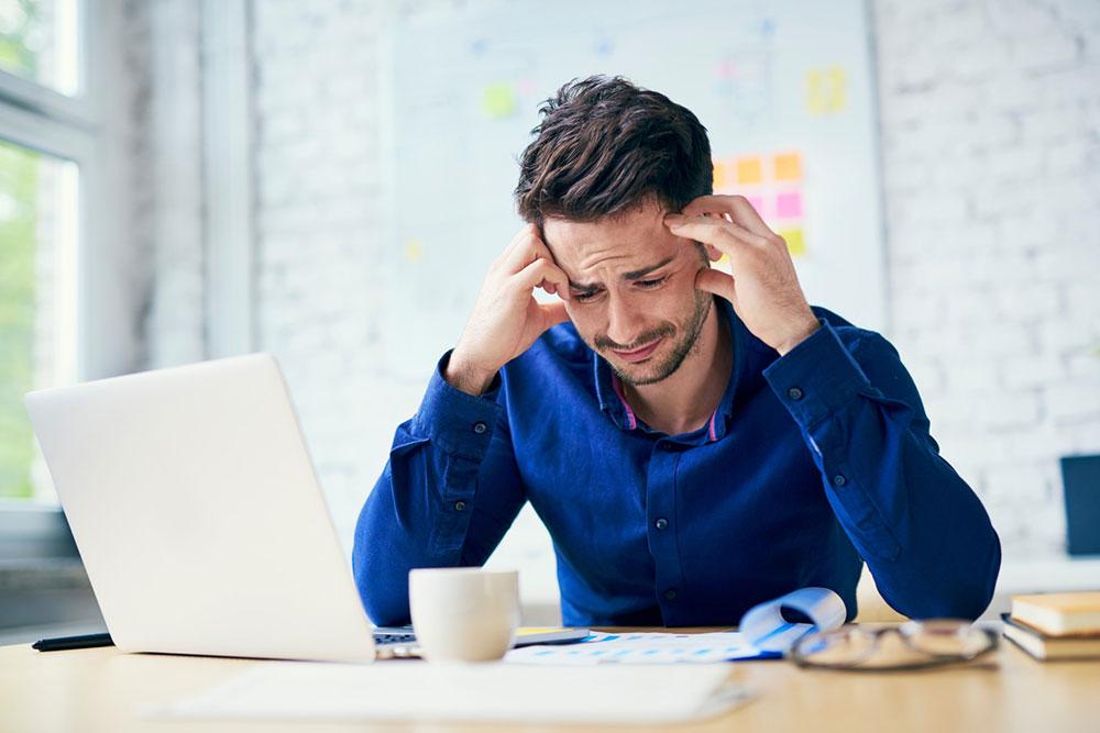 محیط کار - گریه کردن