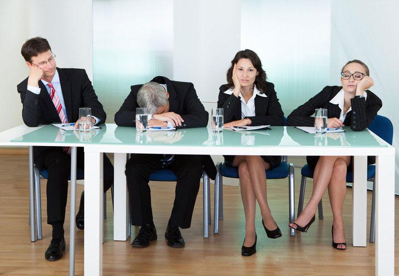 زبان بدن برای ایجاد اعتماد - ننشستن پشت میز