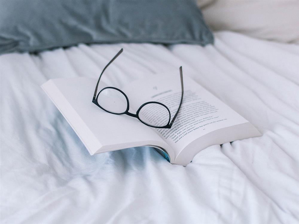 کتابخوانی - کتاب - عینک - کتاب مفید - کتابهای خودآموزی - کتاب تقویتی
