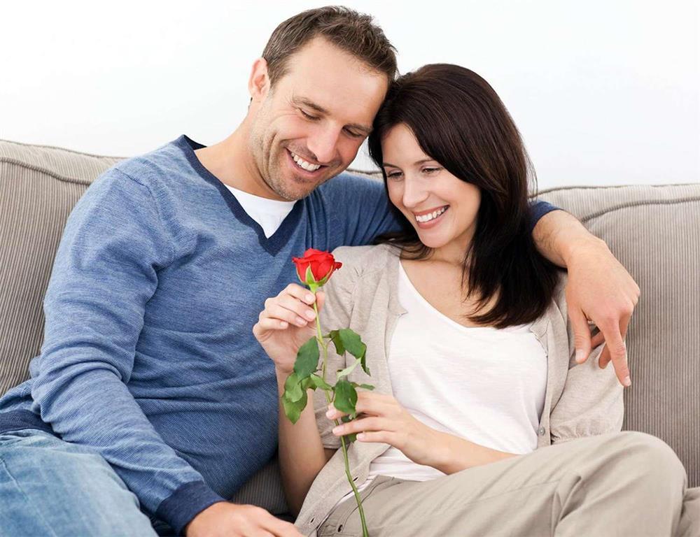 نوازش - محبت - زوج های خوشبخت - بهبود زندگی مشترک - زندگی دونفره