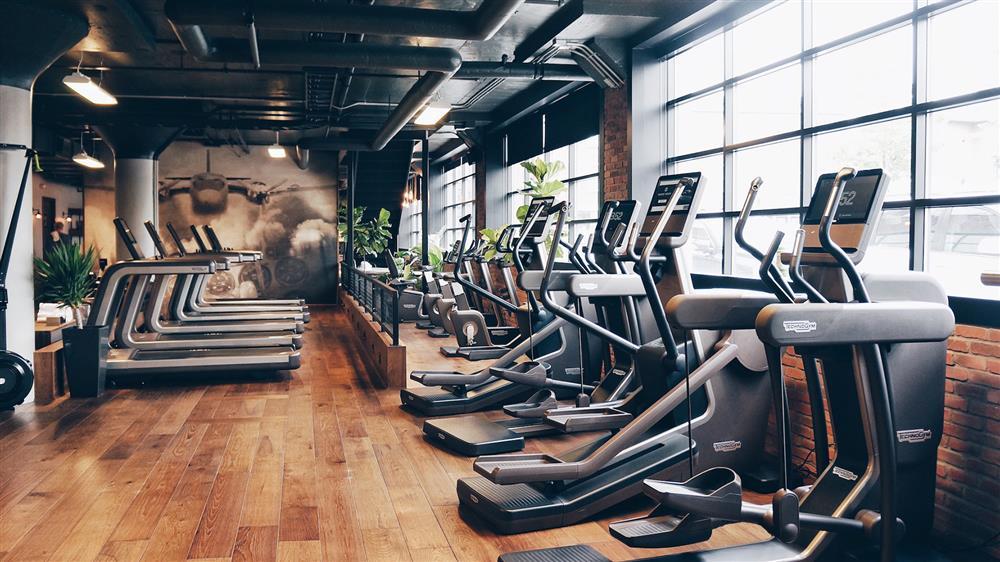 باشگاه - باشگاه ورزشی - جیم - ورزش کردن - ورزش دونفره - زوج های خوشبخت - بهبود زندگی مشترک