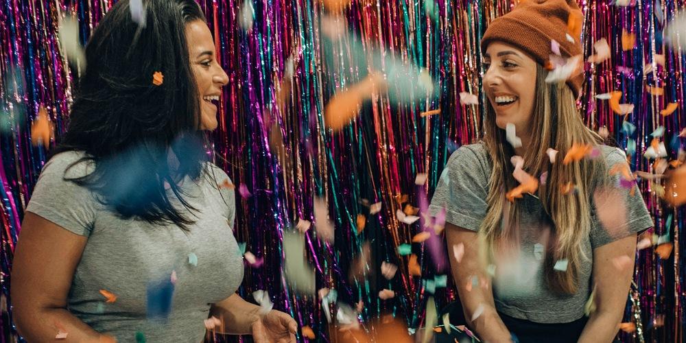 لذت از زندگی-ارتباطات مثبت-شادی