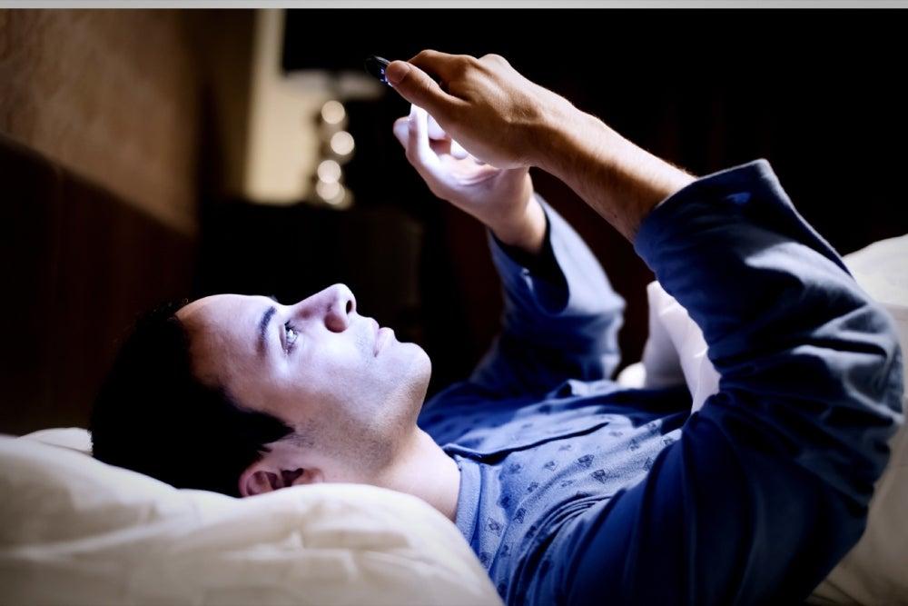اختلال خواب - موبایل در رختخواب - کیفیت خواب - بی خوابی - افزایش بهره وری - عادات منفی - عادت های نادرست