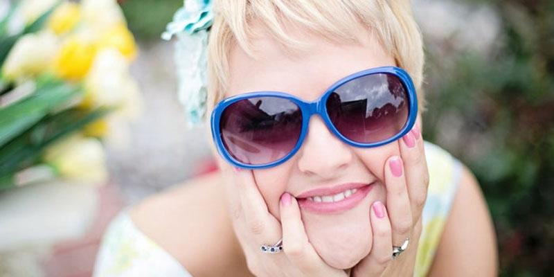 خنده - لبخند - ویژگی افراد جذاب - افراد جذاب - خصوصیات افراد جذاب