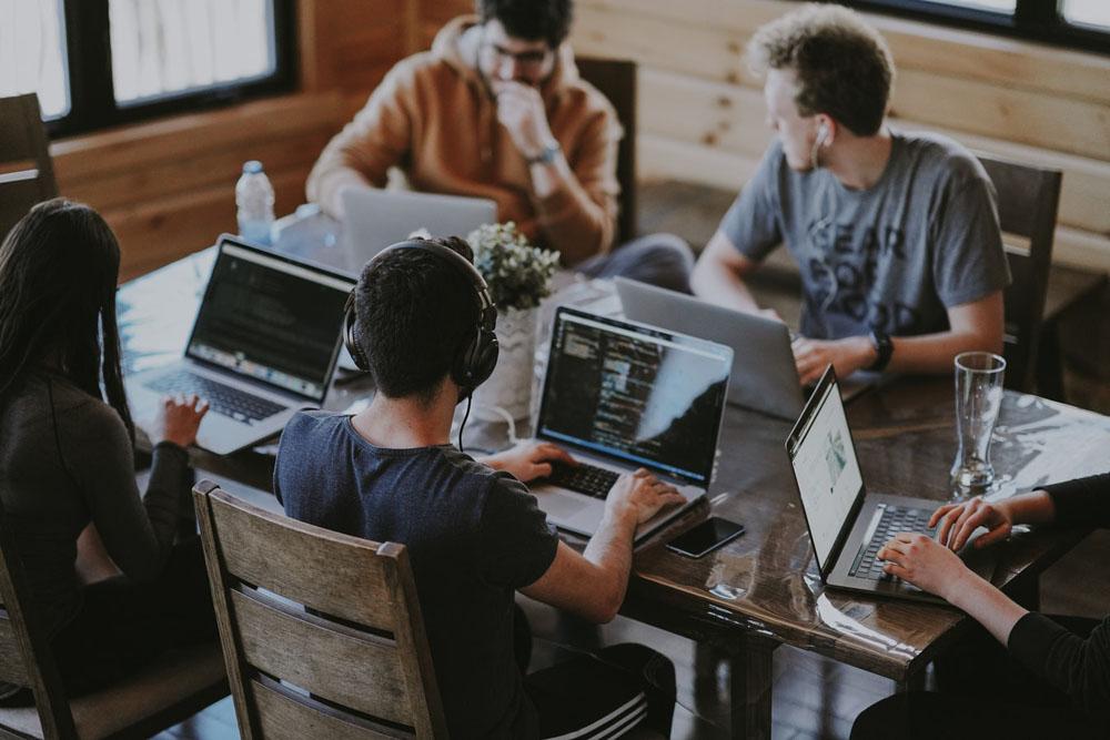 ارتباط با مشتری - اعتماد کاربران - دیجیتال مارکتینگ - تجارت الکترونیک - افزایش بازدید سایت - افزایش فروش اینترنتی