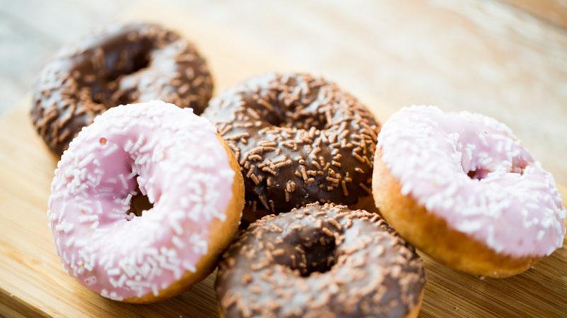 شیرینی - دونات - پیری - مراقبت پوستی - عادات غلط - عادات اشتباه - سلامتی