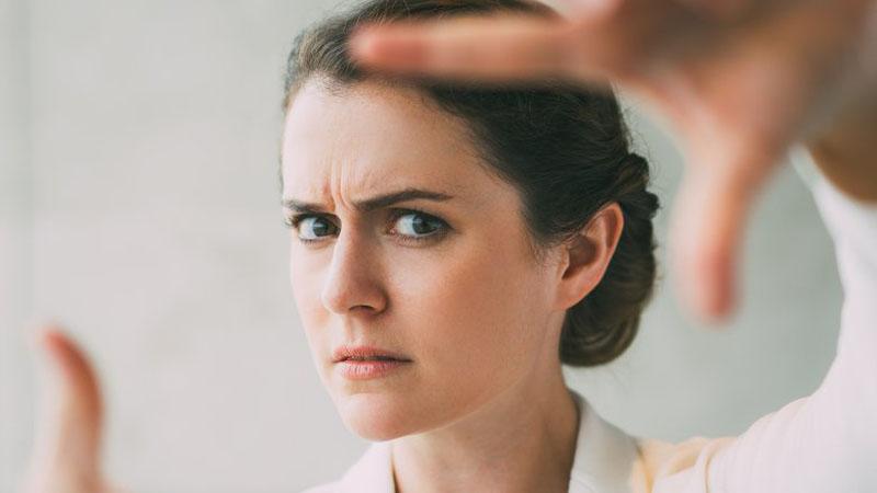 اخم - پیری - مراقبت پوستی - عادات غلط - عادات اشتباه - سلامتی