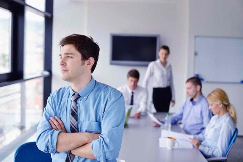 تفاوت درون گرا و برون گرا - افراد درونگرا - افراد برونگرا - خصوصیات کاری افراد درونگرا و برونگرا