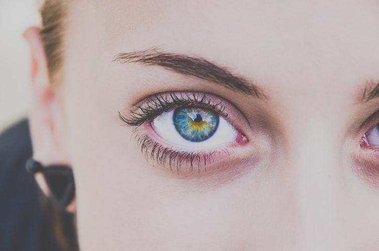 تماس چشمی-ارتباطات